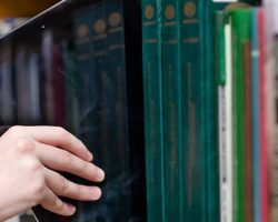 Giải pháp số hóa nguồn tài liệu và xây dựng các bộ sưu tập số trong thư viện các trường đại học.
